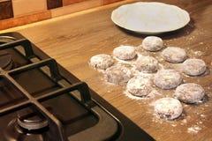 Matlagning i k?ket Mat produkter f?r bageridesignbild royaltyfria foton