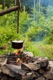 Matlagning i kittel arkivbilder