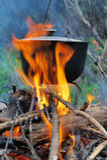 Matlagning i naturen arkivfoton