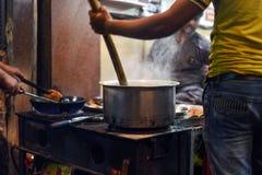 Matlagning i stora partier Royaltyfria Bilder
