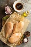 Matlagning med det fega bröstet arkivfoto