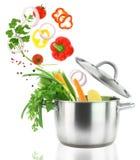 Matlagning med grönsaker Arkivfoton