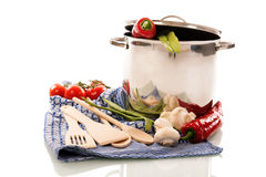 Matlagning med grönsaker Royaltyfri Bild
