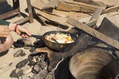 Matlagning på insatsen fotografering för bildbyråer