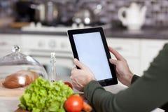 Matlagning, teknologi och hem- begrepp Royaltyfri Bild