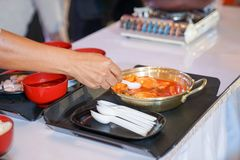 Matlagning Tokpokki, koreansk mattradition arkivfoto