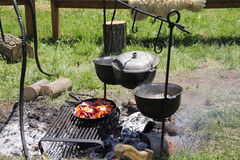 matlagning utomhus Royaltyfria Foton