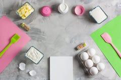 Matlagningbakning för ungar sänker lekmanna- bakgrund arkivfoton