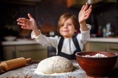 Matlagningdeg för litet barn Royaltyfria Foton