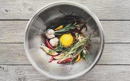 Matlagningingredienser bakgrund, örter och smaktillsats bowlar Fotografering för Bildbyråer