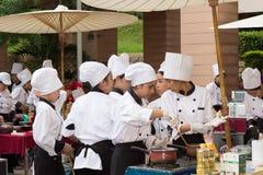 Matlagningkonkurrensskola av studenter för affärsledning (den yngre järnkocken) Arkivfoto