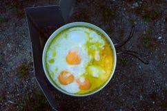 Matlagningomelett, i att campa Royaltyfria Foton