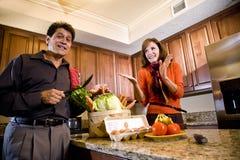 matlagningpargyckel som har moget kök fotografering för bildbyråer