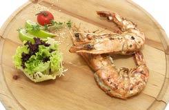 Matlagningräkakebaber på gallret Royaltyfri Foto