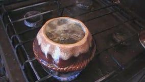 Matlagningsoppa med höna och champinjoner, toppen duper lager videofilmer