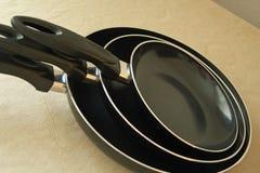 matlagningutrustning som steker isolerad pannawhite Arkivbild