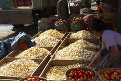 Matmarknad i Mandalay, Myanmar (Burman) Fotografering för Bildbyråer