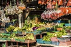 Matmarknad på Koh Phangan, Thailand royaltyfri bild