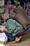 MatmarknadsAsien fattig kvinna Royaltyfria Bilder
