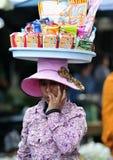 MatmarknadsAsien kvinna av Cambodja Arkivfoton