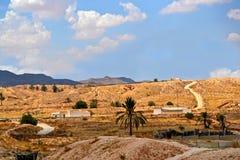 Matmata -突尼斯的荒废村庄的全景 免版税图库摄影