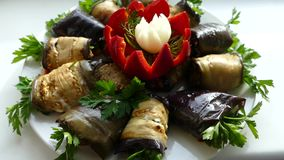 Maträtt av aubergine stock video