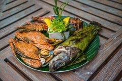 Maträtt av blandad grillad skaldjur Arkivfoto