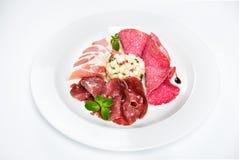 Maträtt av olika typer av kött-klipp på plattan Royaltyfri Foto