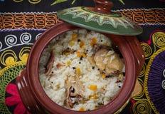 Maträtt av ris med kött arkivfoton