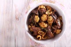 Maträtt för feg lever och pasta royaltyfria bilder