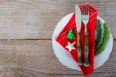Maträtt med bestick för jullunch Arkivfoton