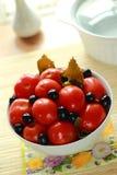 Maträtt med de på burk tomaterna Arkivbild