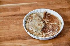 Maträtt med pannkakor på en taule Fotografering för Bildbyråer