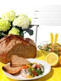 Maträtt med schrimpsallad Arkivfoto