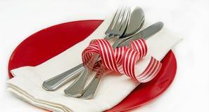 Maträtt med servetten och bestick arkivbilder