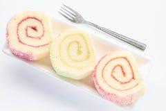 Maträtten av färgrik driftstopprulle bakar ihop med gaffeln Royaltyfri Fotografi