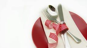 Matr?tt med servetten och bestick royaltyfri bild