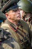 Matraquez la reconstruction de role-play d'une des batailles de la guerre mondiale 2 dans la région de Kaluga de la Russie Images libres de droits