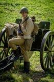 Matraquez la reconstruction de role-play d'une des batailles de la guerre mondiale 2 dans la région de Kaluga de la Russie Images stock