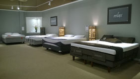 Matras het verkopen bij Ashley-meubilairopslag Royalty-vrije Stock Afbeeldingen