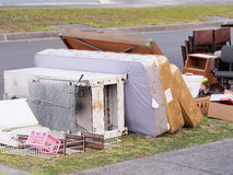 Matrasses、大型家用电器和其他项目每年坚硬垃圾收藏的 免版税库存图片