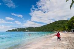 Maître nageur patrouillant la plage de baie de Magens Images libres de droits