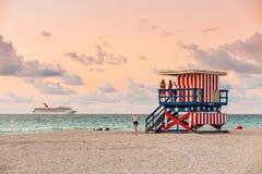 Maître nageur Tower en plage du sud, Miami Beach, la Floride Images libres de droits