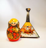Matreshka和俄式三弦琴 库存照片