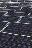 Matrice dei pannelli fotovoltaici Fotografia Stock