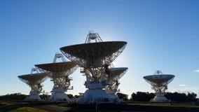 Matrice del compatto del telescopio dei riflettori parabolici - scienze spaziali video d archivio