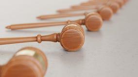 Matrice lineare dei martelletti di legno su Gray Surface leggero Illustrazione di Stock
