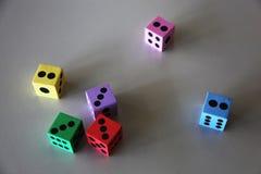 Matrices colorées de mousse avec différents points numérotés image libre de droits
