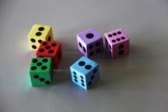 Matrices colorées de mousse avec différents points numérotés images libres de droits