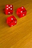 Matrices rouges sur le vieux bureau en bois Photos stock